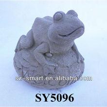 Cement garden frog aniaml statue