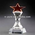 la parte superior de color rojo en forma de estrella de cristal de trofeos