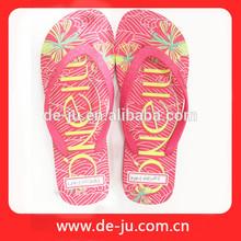 Venta al por mayor de China damas de goma de las sandalias de playa más mujeres sandalias planas