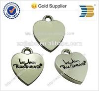 2015 years custom logos on cheap price heart shape zinc alloy metal charm pendant with love logos on it
