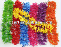 Characteristic christmas lei with spun gold