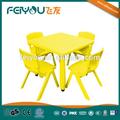 Enfants mobilier scolaire de l'école primaire table et chaises
