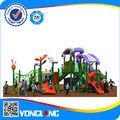 Crianças equipamento do parque de diversões