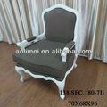 antigo de madeira e cadeiras de braço