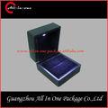 Yeni ürünler 2014 yenileşme led ışık siyah/kırmızı plastik yüzük kutusu siyah renk çin toptan takı ambalaj kutusu