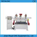 Máquina usada na fabricação de móveis, porta de madeira que faz a máquina