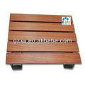 Panel acústico estriado en aluminio con veta de madera