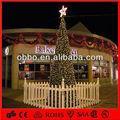 2013 nuevo diseño exterior del árbol de navidad con lazos rojos y bolas