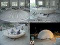 Fontaine d'eau de grande construction bâtiment carré