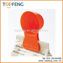 Measures food scoop / Scoop N' Clip/pet food bag clip