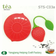 Silicone strawberry tea strainer set with lip