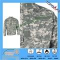 La llama- resistente al ejército uniforme de combate