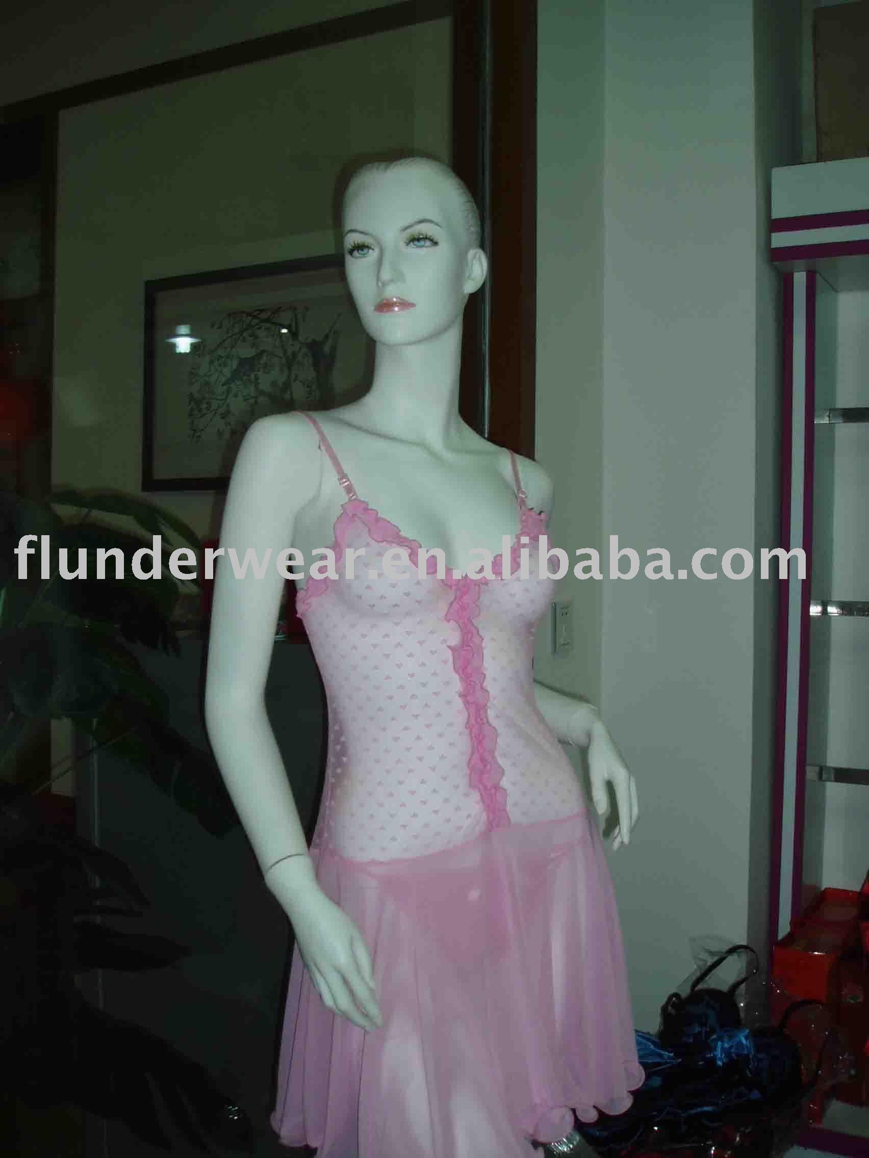 ملابس داخلية شفافة