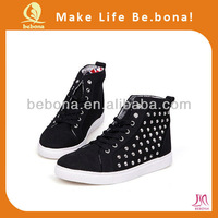 Customized Cool fashion lesiure spikes shoes for men