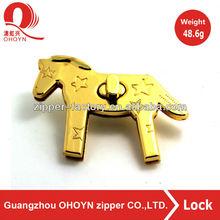 Delicate and horse shape design handbag hardware lock the hardware for bag accessory