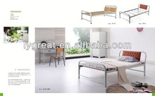 2013 Selling metal bed with wood post