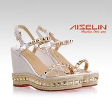 2014 vender bem mulher sapatos de tamanho grande pregos mulher sandálias novo design