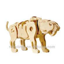 Robot giocattolo elettronico- a piedi di legno sciabola- dentata tigre