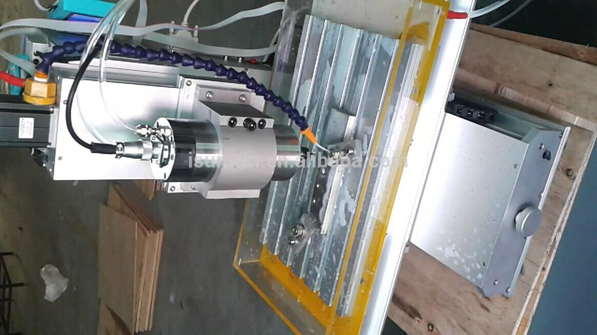 3 achsen-vertikal- typ cnc router graviermaschine mit 1500w spindel, mach3 Software.