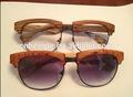 النظارات الشمسية الخشب( شعار مجانا)