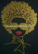 Ouro Afro senhora com lábio vermelho transferência strass ferro no design