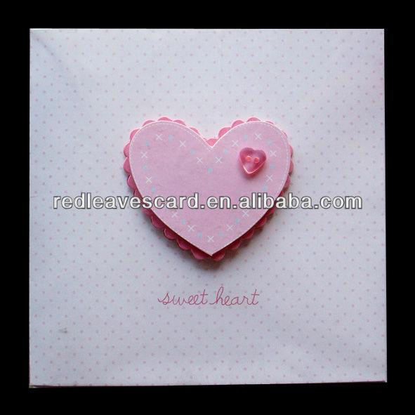 หัวใจสีชมพูออกแบบบัตรอวยพรวันเกิด