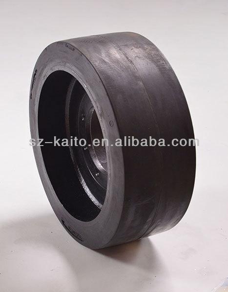 Road roller solid tyre