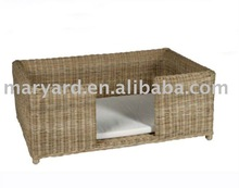 Straw yellow color Rattan comfortable dog house
