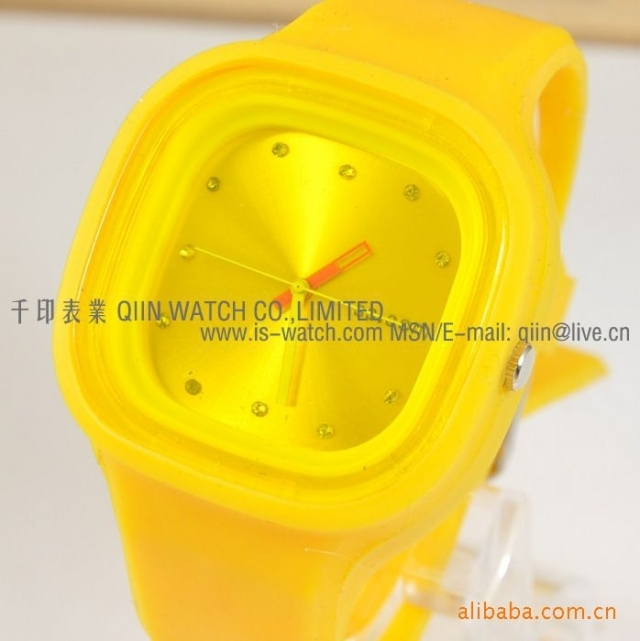 new Watch popular fashion table omt rhinestone sheet colorful jelly table ss100a(China (Mainland))