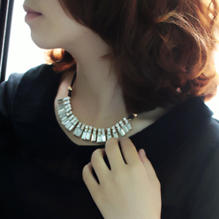 Free shipping 2013 newest summer Korean jewelry crystal pendant decorated Korean short paragraph necklace collarbone
