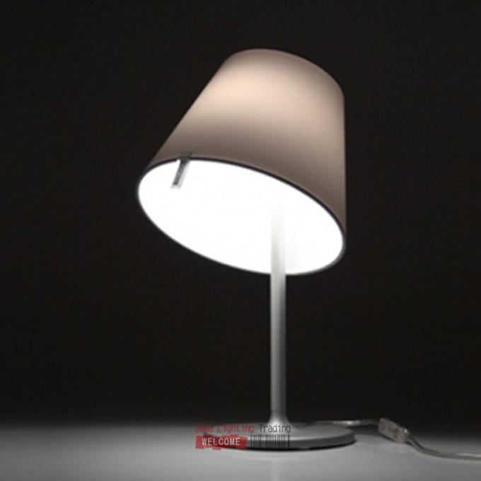 Table de chevet design magasin darticles promotionnels 0 for Lampe de chevet argent