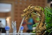 Free shipping GOLD CLOUR dragon faucet bathroom lav  sink animal faucet