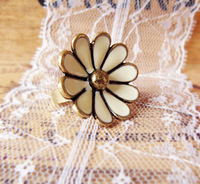 Vintage ivory small sweet flower ring