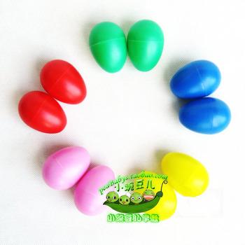 Child percusses baby toy plastic sand eggs