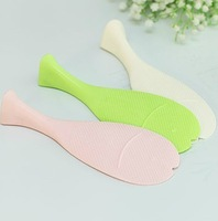 Wholesale 50 PCS Home Cute Creative Fish shaped Plastic Nonstick Stand Rice Scoop Spoon Stander meal Spoons Free Shipping