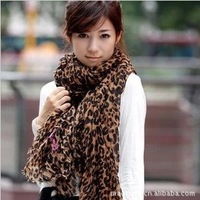 free shipping Wholesale Choking hot pepper mouth global star popular cotton and linen leopard print scarf, scarves, shawls