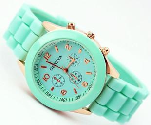 Бесплатная доставка часы женева силиконовые мода студент стол многоцветной кварцевые часы