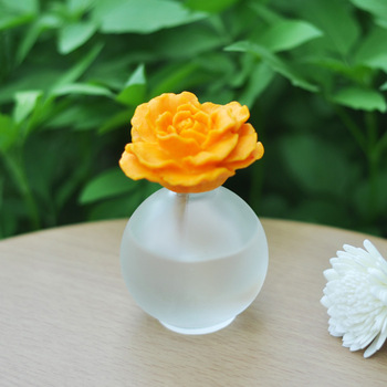 New arrival ceramic flower essential oil gift box car slip-resistant pad car perfume aromatherapy 80ml