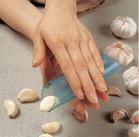 Magic garlic peeling garlic press garlic stripper is not to hurt the hand creative home kitchen good helper