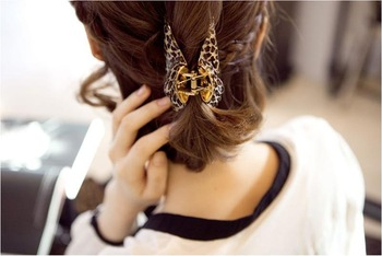 Free shipping (Min order $10)  acrylic hair caught leopard print hairpin gripper fitted hair claws vertical clip B0066