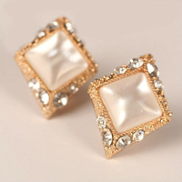 Free Shipping!!!  Luxury Joker White Rhombus With Drill Stud Earrings Fashion Jewelry For Women 2013 E1088