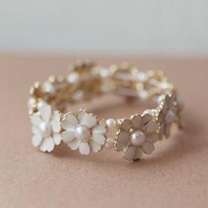 Fresh d55 gentlewomen little daisy pearl petal elastic bracelet flower chain bracelet jewelry