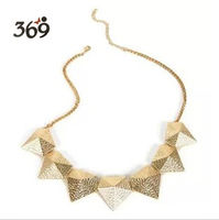 2013 the latest fashion PUNK gold pyramid choker necklace for women party