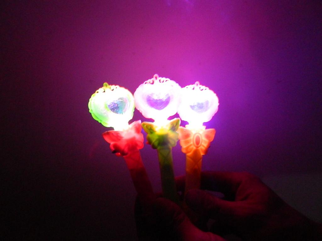 Child magic wand luminous gift small gift toy(China (Mainland))