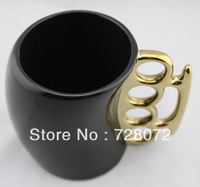 1PCS Free Shipping BLACK&GOLD Knuckle Duster Mug Fisticup Finger Handle Brass Ring Fist Coffee Milk Cup Gift