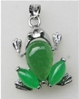 Beautiful green jade frog shape pendant necklace