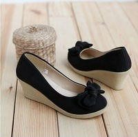 Free shipping ! Hotsales . Ladies Fashion Low-heeled shoes . fashion lovely women's flat