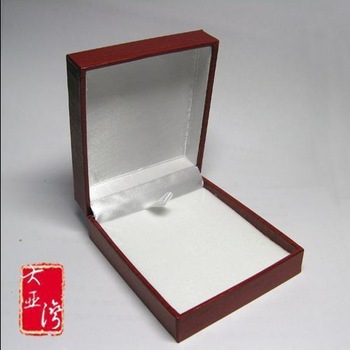 High quality jade gold jade setting pendant packaging box spring hinge anti-rattle