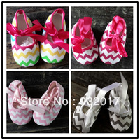 BABY CHEVRON CRIB SHOES