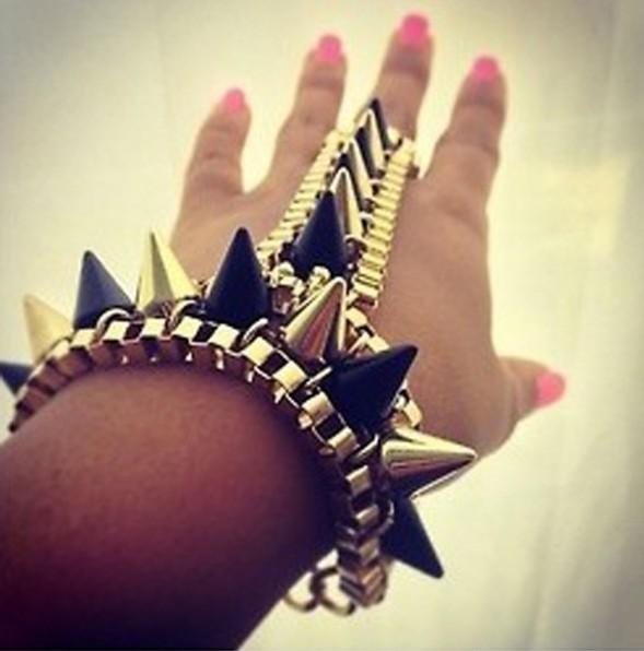 Min Order $18(Can Mix Item)Fashion Gold Black Spike Bracelet Hand Harness Bracelet Bangle Gothic Punk Statement(China (Mainland))